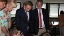 Parteichef Christian Lindner informiert sich am AFG über den Unterricht mit iPads_1